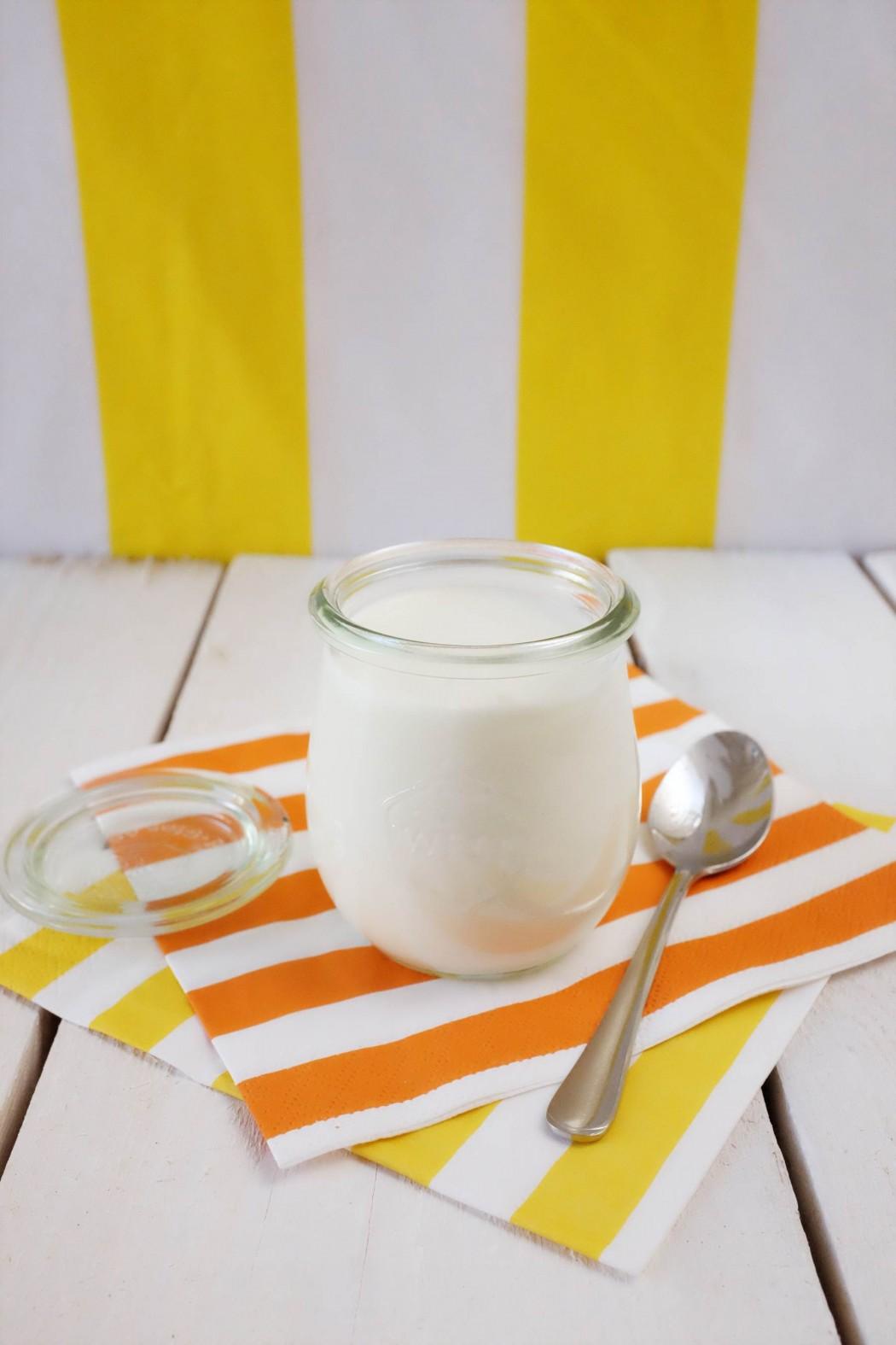 Jogurt biely